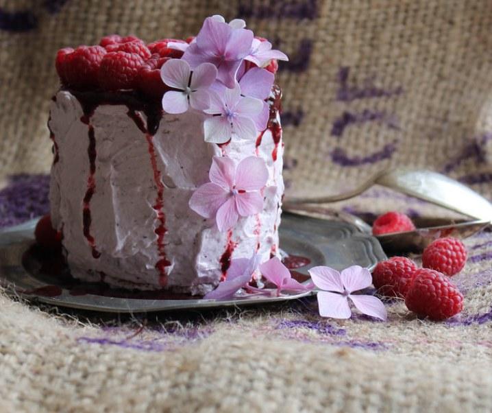 Layer cake aux framboises {sans lait}