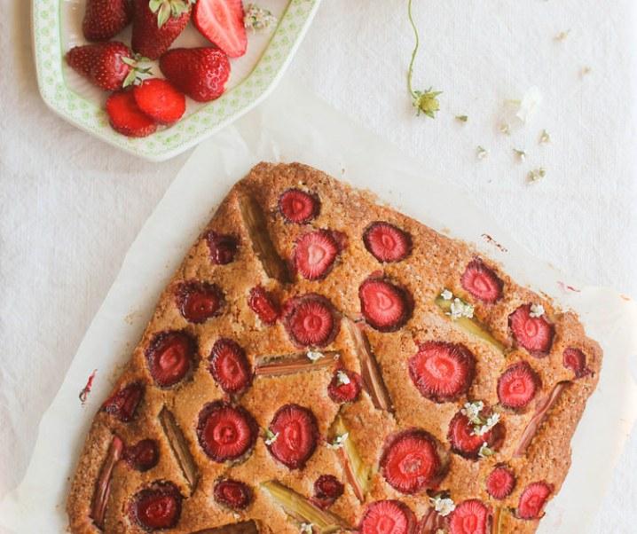 Tarta de fresa y ruibarbo {sin leche}