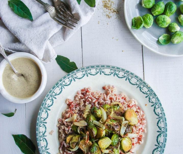Riz complet aux choux de Bruxelles et sauce aux lentilles {vegan – sans gluten}