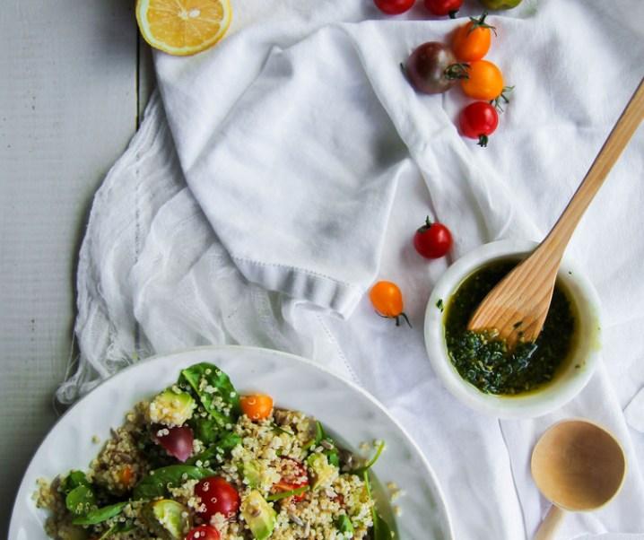 Quinoa en groentesalade, saus pesto {Vegan – glutenvrij}