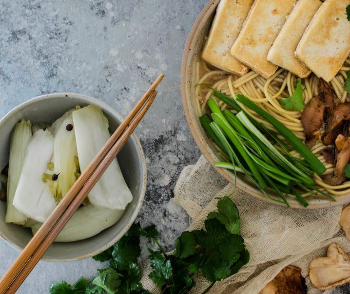 Ramen vegan au tofu frit et shiitakés