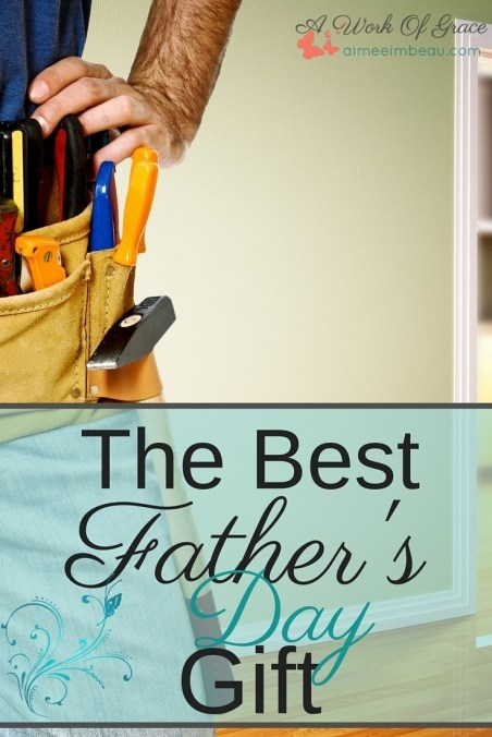 Are you wondering what to get the dad who has everything? I struggle with that every year! SO, I came up with this idea...prayer cards for the kids to pray over daddy! This really is The Best Father's Day Gift.