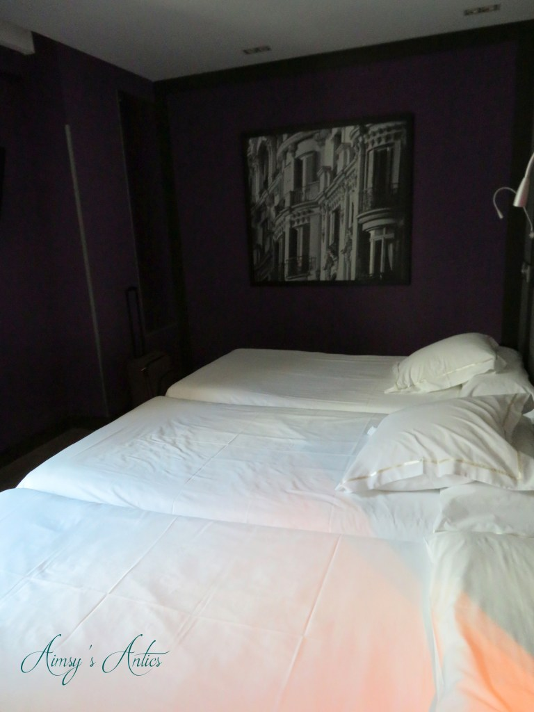 Hotel Santo Domingo, Madrid. Room with three beds