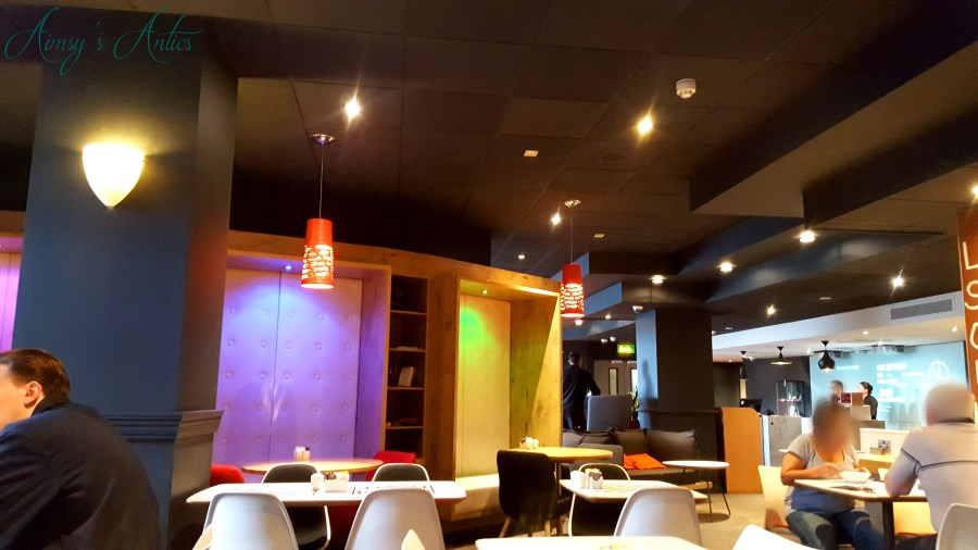 Image of a seating area inside Ibis Hotel Leeds