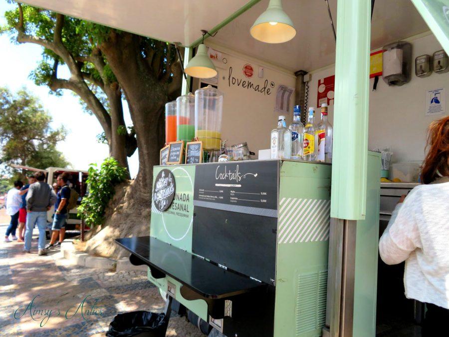 Lemonade vendor at Miradouro da Nossa Senhora do Monte