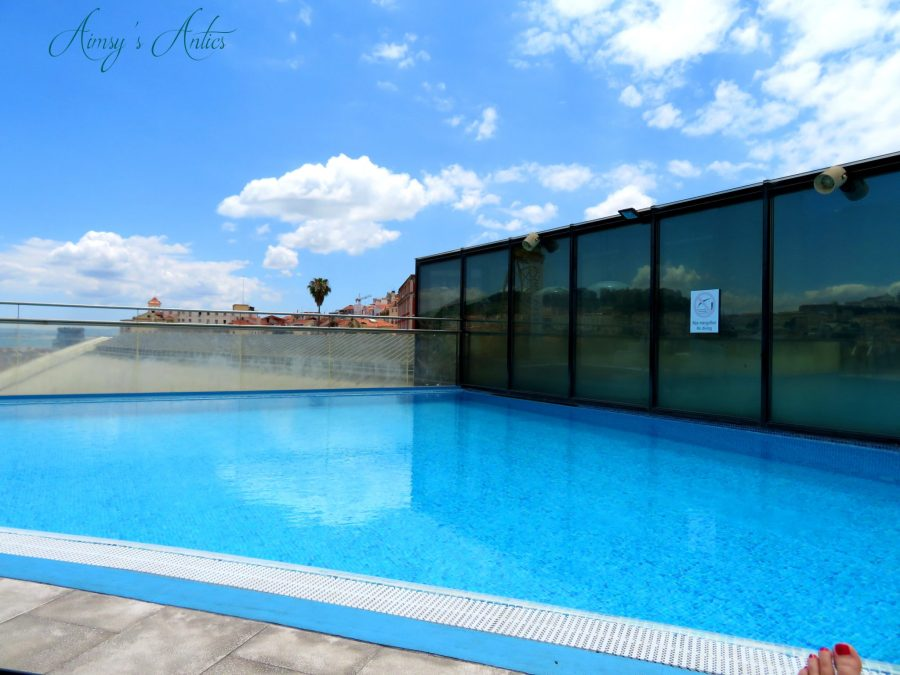 The rooftop pool of VIP Executive Eden Aparthotel