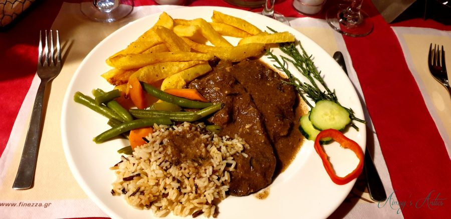 Sofrito with rice, seasonal vegetables and chips