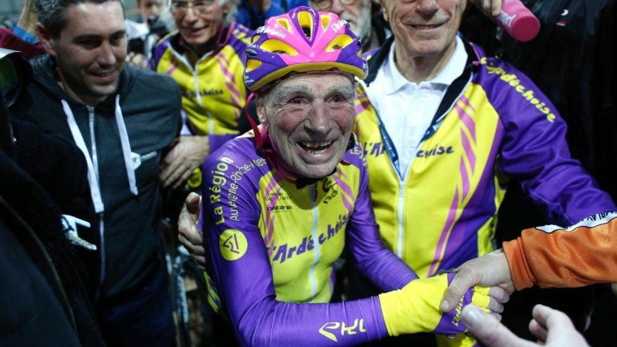 Record in ciclism la 105 ani: un francez a parcurs 22 de km intr-o ora