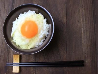 パリパリサケ皮卵かけごはんのレシピ