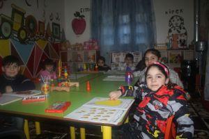 في جرابلس، موظفات يُجبرن على ترك العمل لتربية أطفالهن