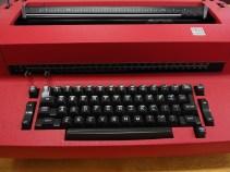 typewriter-493885_1920