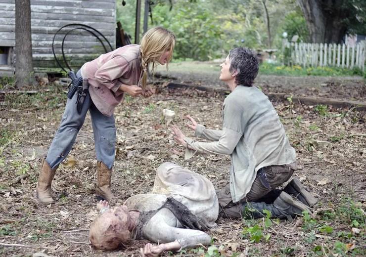 the-walking-dead-season4-episode14-lizzie-sister-carol