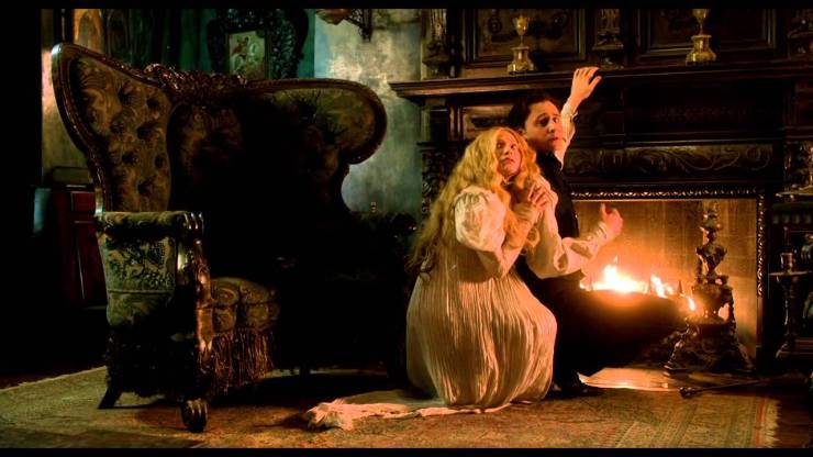 Crimson Peak: 5 Reasons Why You Should and Shouldn't See This Film