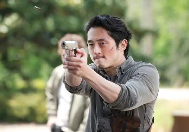 the-walking-dead-episode-601-glenn-gun