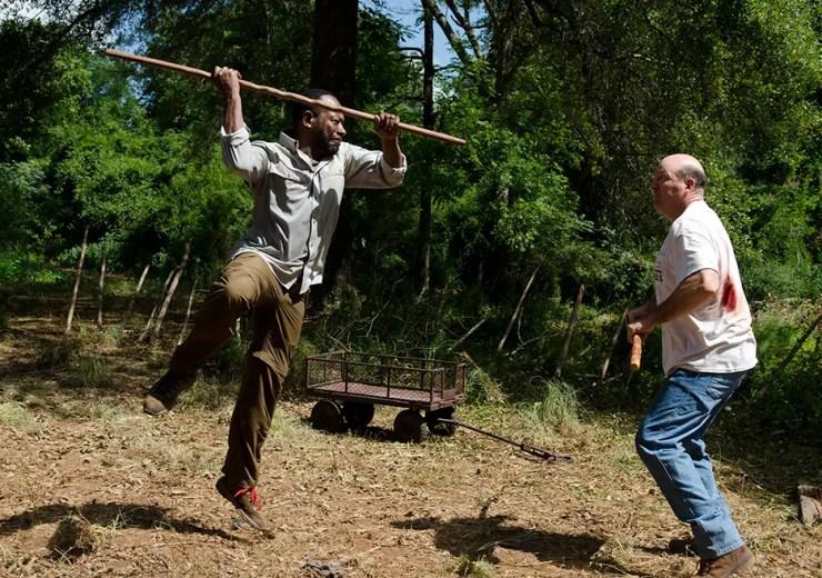 the-walking-dead-episode-604-morgan-fighting-eastman