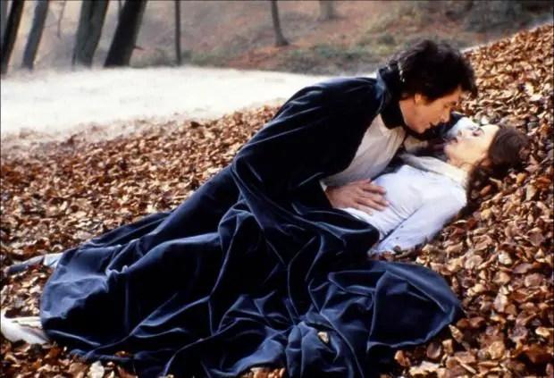dracula-1979-love-scene