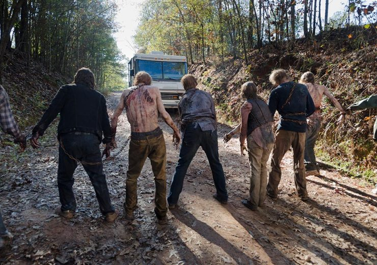 the-walking-dead-episode-616-walkers-chained