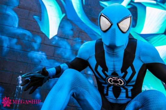 blue-lantern-spider-man-cosplay-by-corey-carmona-2