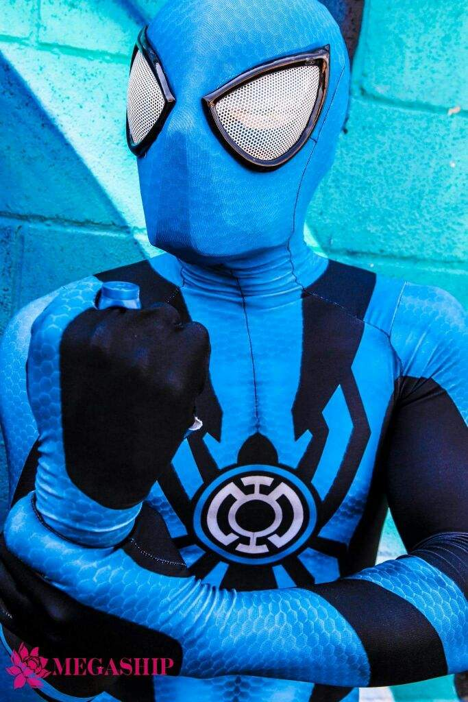 blue-lantern-spider-man-cosplay-by-corey-carmona-7