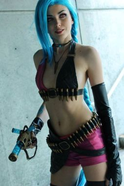 league-of-legends-jinx-cosplay-by-neonstrikes