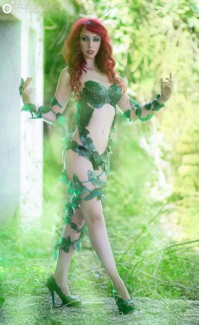 poison-ivy-cosplay-laura-crystal-11