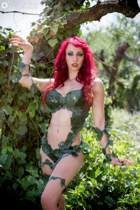 poison-ivy-cosplay-laura-crystal-13