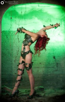 poison-ivy-cosplay-laura-crystal-8