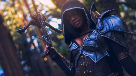 Cosplayer Kay Bear looks more than ready to slay some hellspawn in this impressive Demon Hunter set from Diablo III: