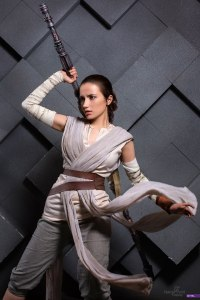 star-wars-the-force-awakens-rey-cosplay-by-narga-9