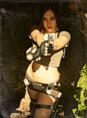 lara-croft-tomb-raider-legend-cosplay-by-eilaire-3