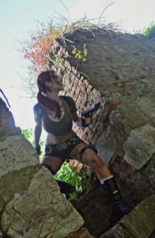 lara-croft-tomb-raider-legend-cosplay-by-eilaire-8