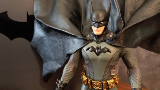 No shipping, we unbox the Batman Ascending Knight Mezco One:12 action figure!