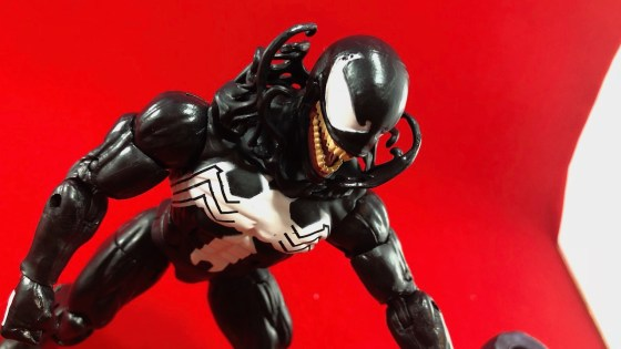 The 2018 Marvel Legends Venom gets an unboxing all his own.