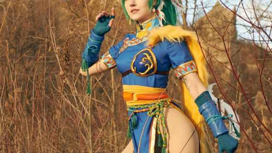 An interview with Luxlo -- cosplayer, proud Canadian, and perpetual monster hunter