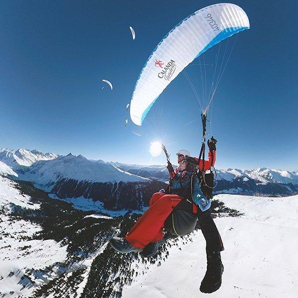 Gleitschirm Tandemfliegen Halber Tag in Davos Klosters