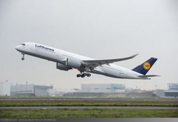 Lufthansa A350 XWB first flight_Take-off 1