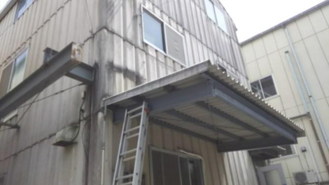スレート屋根上のエアコン取り外し回収