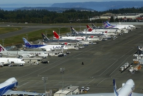 20140918cpy.. B787's on KPAE Flightline