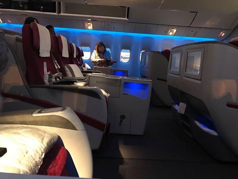 como é viajar pela classe executiva pela qatar airways