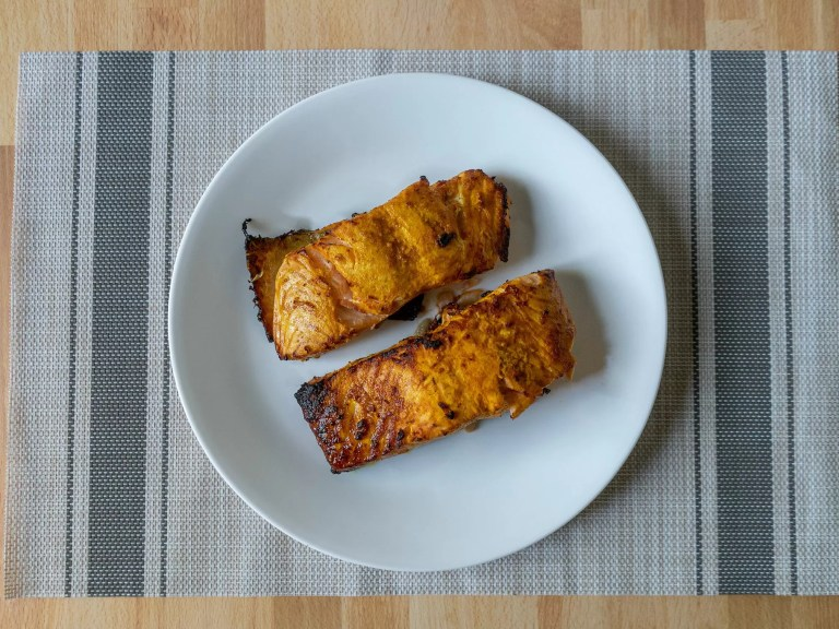 How to make tandoori style salmon in an air fryer