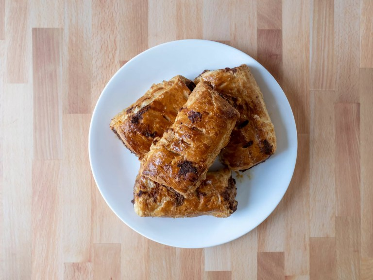 How to make sausage rolls using an air fryer