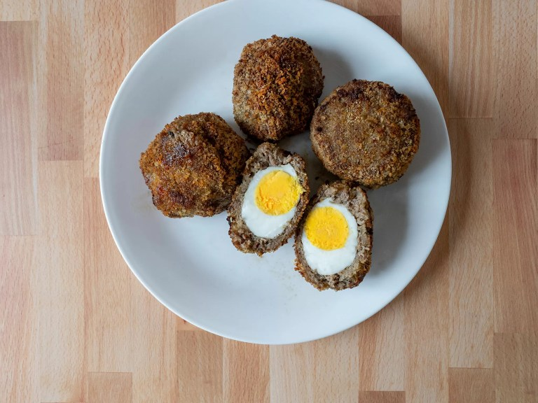 How to make scotch eggs in an air fryer