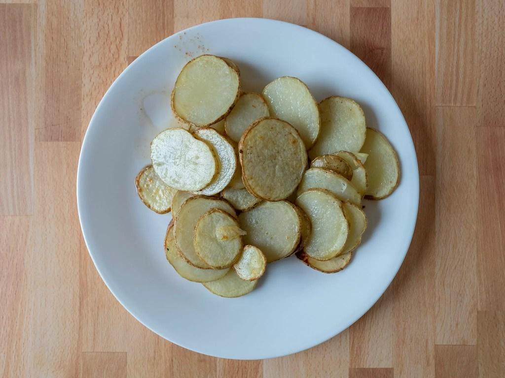 Air fried sliced potatoes