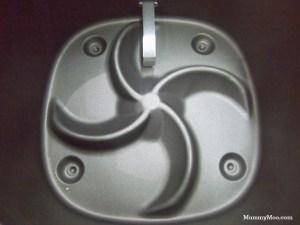 de bodem aan de binnenkant van de onderpan van de Airfryer waar Philips patent op heeft en wat in prestatie op dit ogenblik het winnende verschil maakt in snelheid van bereiden en knapperigheid met welke andere Airfryer dan ook.
