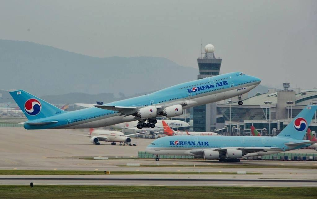 Korean Air Boeing 747-8i and Airbus A380