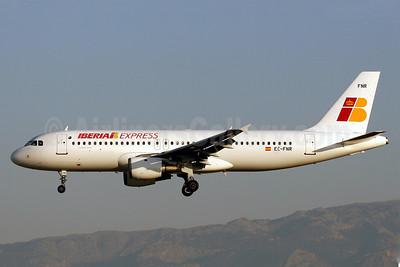 Iberia Express Airbus A320-211 EC-FNR (msn 323) PMI (Javier Rodriguez). Image: 908105.