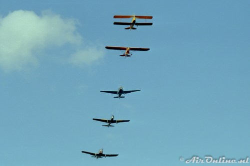Skylight formation PH-III, PH-UCH, PH-OOO, G-BBMX en PH-HTC