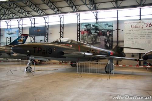 """TP-19 Republick RF-84F Thunderflash met """"glazen"""" neus voor camera's"""