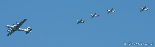 NX529B Boeing B-29 Superfortress Fifi + 4x P-51 Mustang
