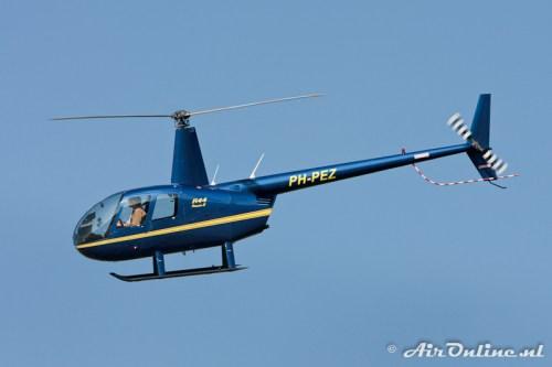 PH-PEZ Robinson R44 Raven II (Lelystad, 22 oktober 2011)